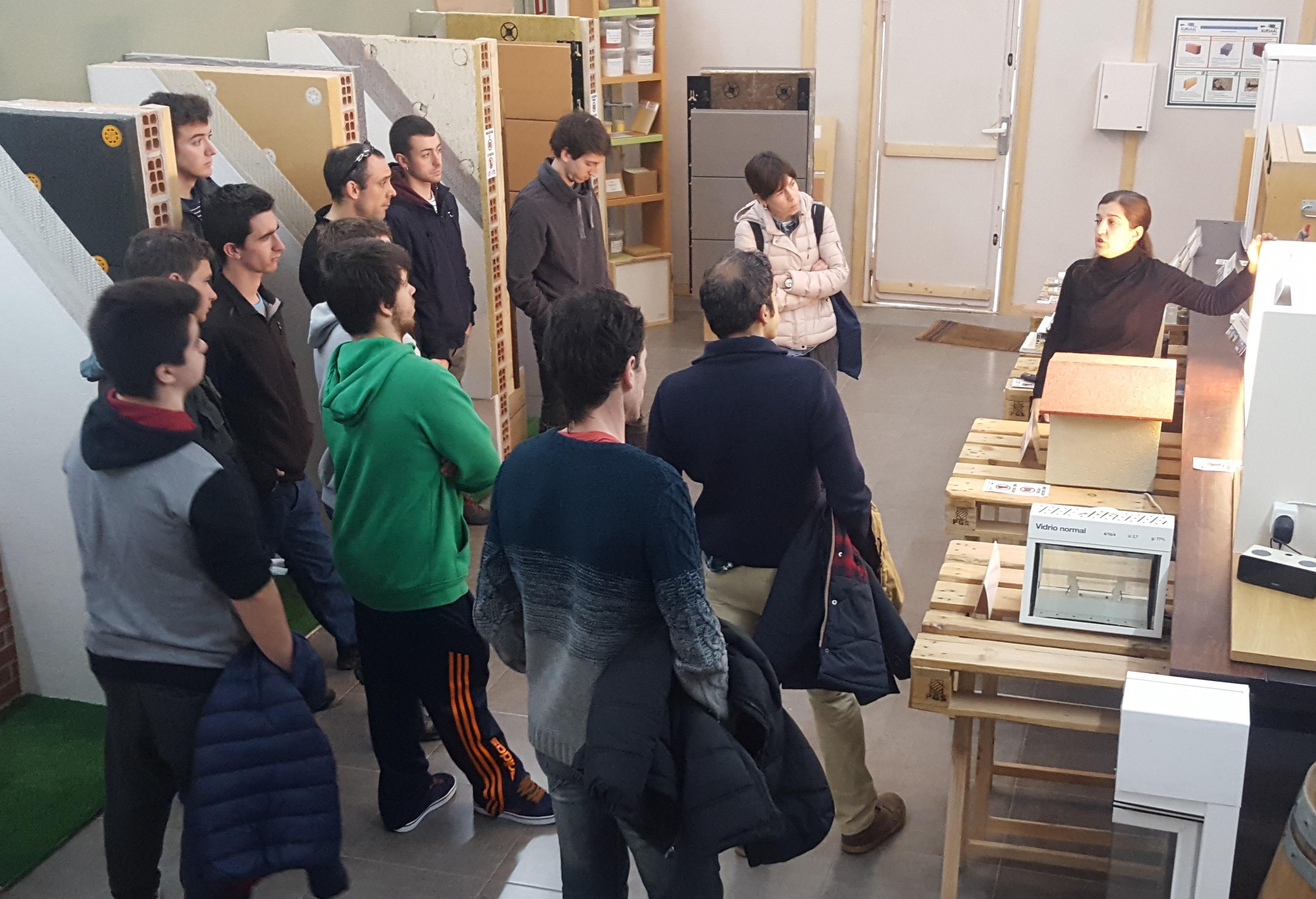 foto noticia: Alumnos del Instituto de Grado Superior de Formación Profesional Don Bosco visitan Kursaal Green Gela