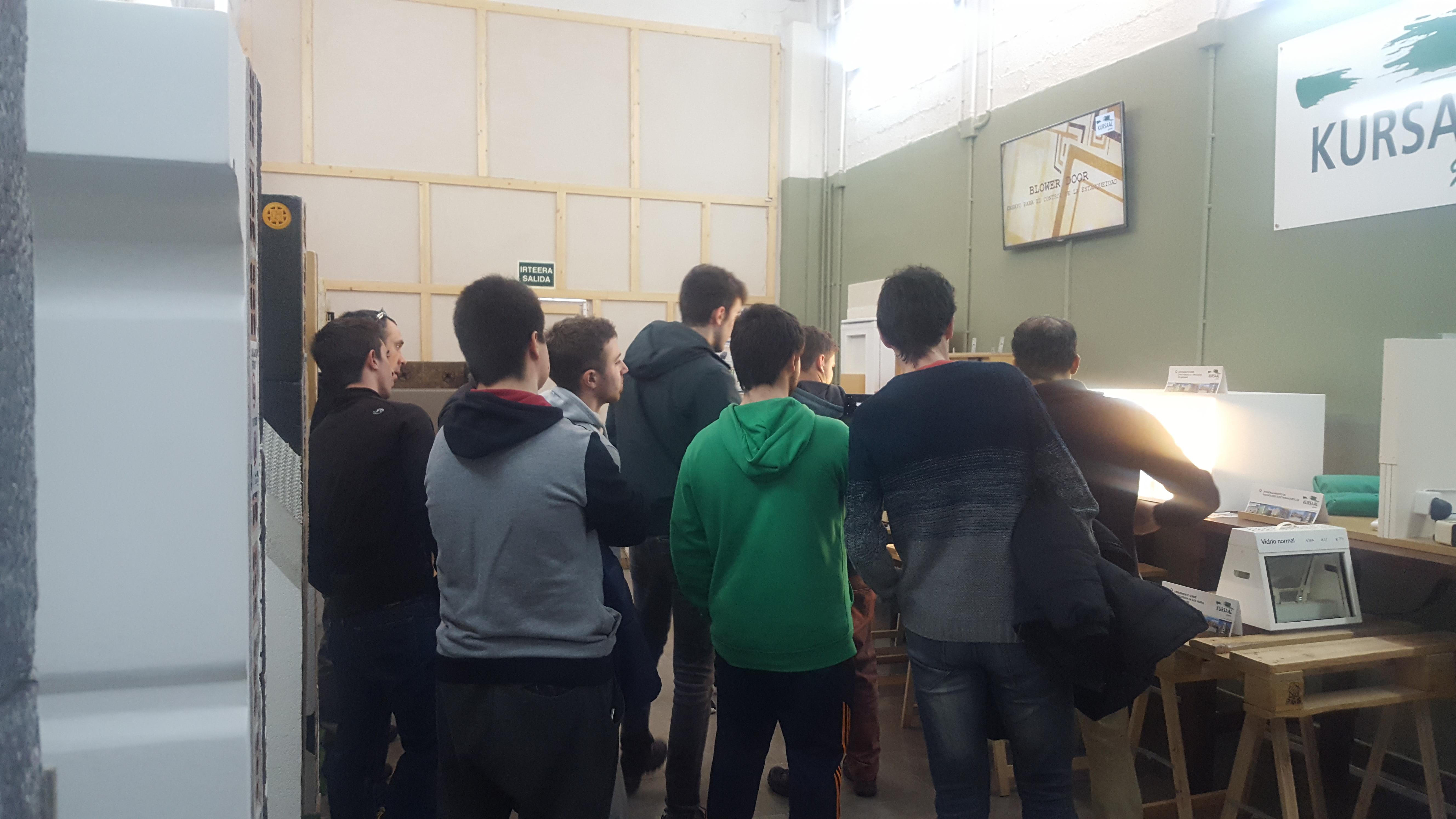 imagen 2 de noticia: alumnos-del-instituto-de-grado-superior-de-formacin-profesional-don-bosco-visitan-kursaal-green-gela