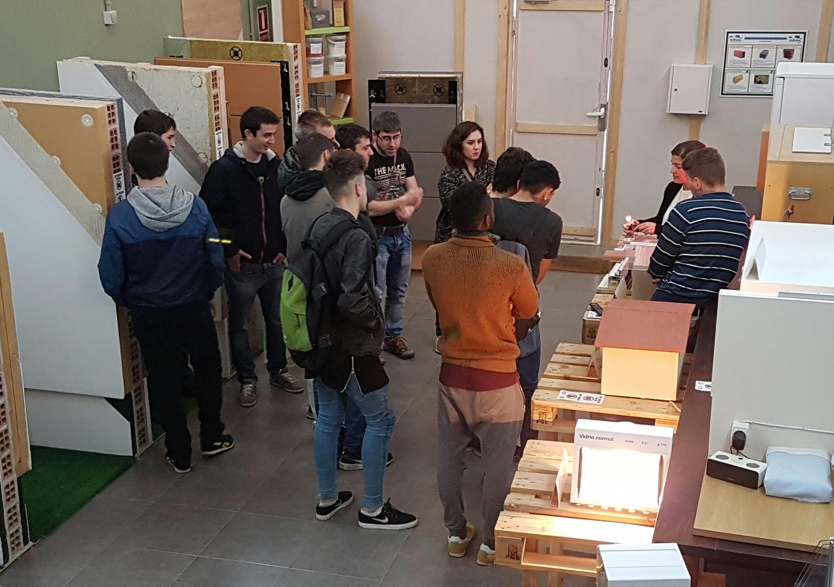 foto noticia: Alumnos del Instituto de Grado Medio de Formación Profesional Don Bosco visitan Kursaal Green Gela