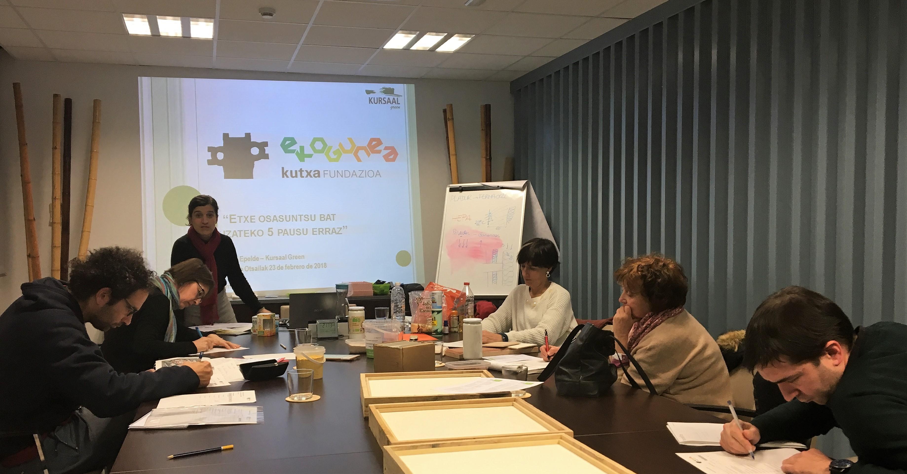 """foto noticia: Impartimos el taller """"5 sencillos pasos para un hogar más saludable"""" en Kutxa Ekogunea"""