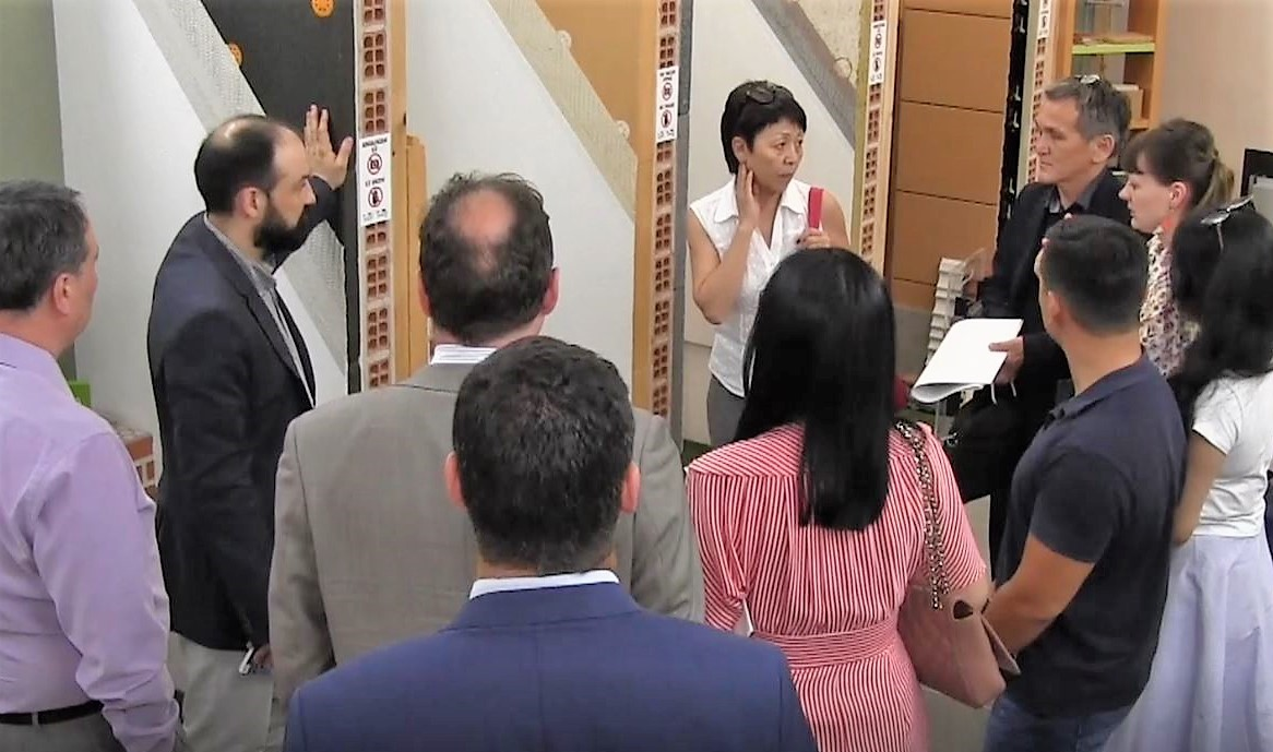 imagen 3 de noticia: una-delegacin-de-empresas-e-instituciones-de-kazajistn-visitan-kursaal-green-gela