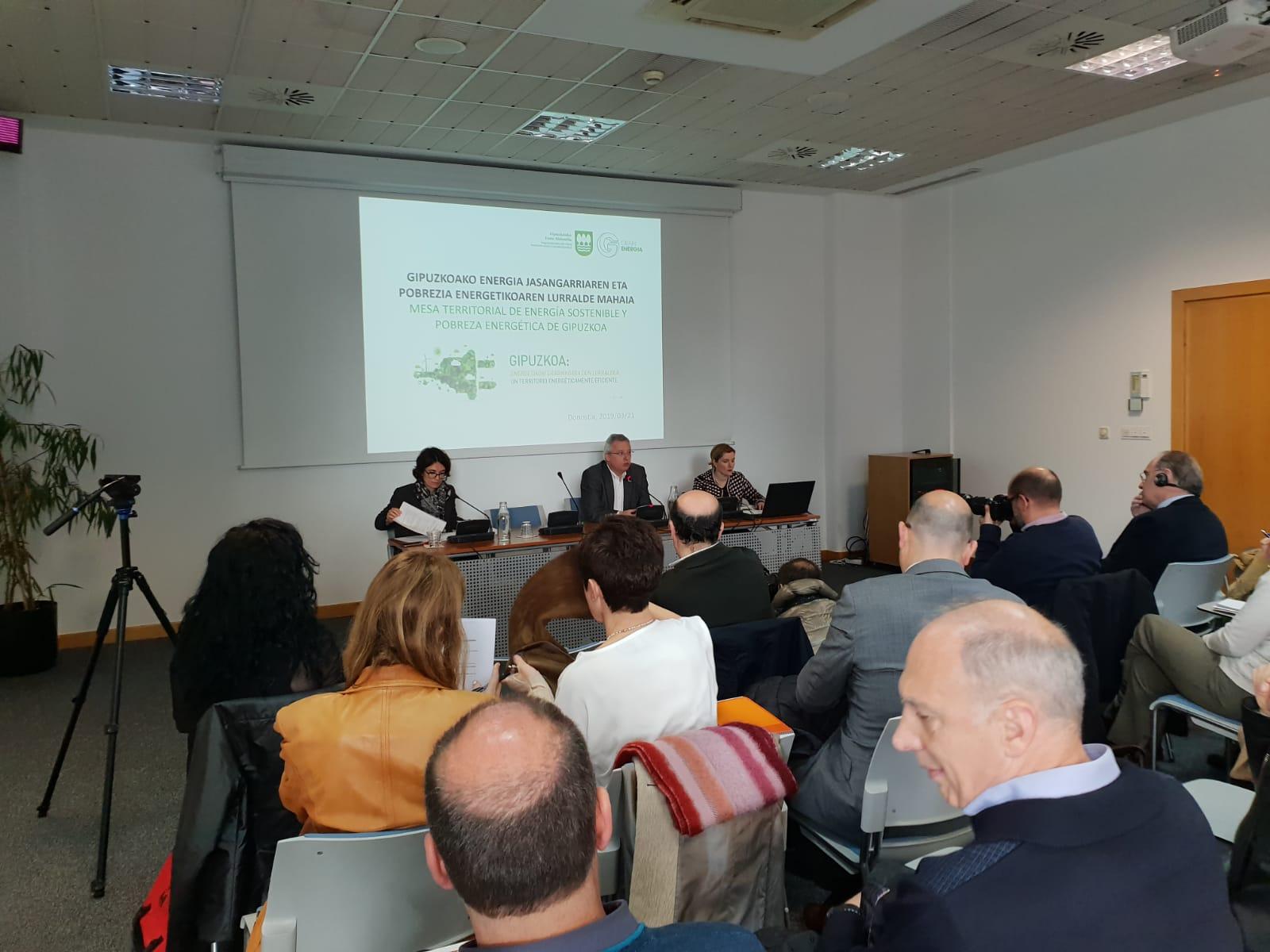 imagen 2 de noticia: asistimos-a-la-mesa-territorial-de-energa-sostenible-y-pobreza-energtica-organizada-por-la-diputacin-foral-de-gipuzkoa