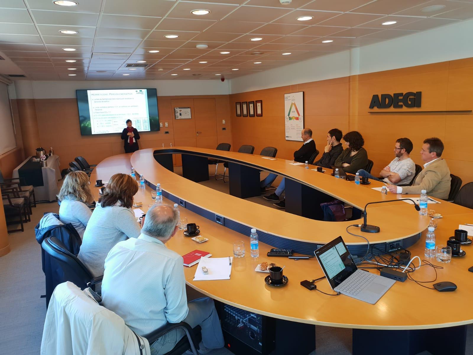 foto noticia: Impartimos charla en el Desayuno de Trabajo organizado por ADEGI