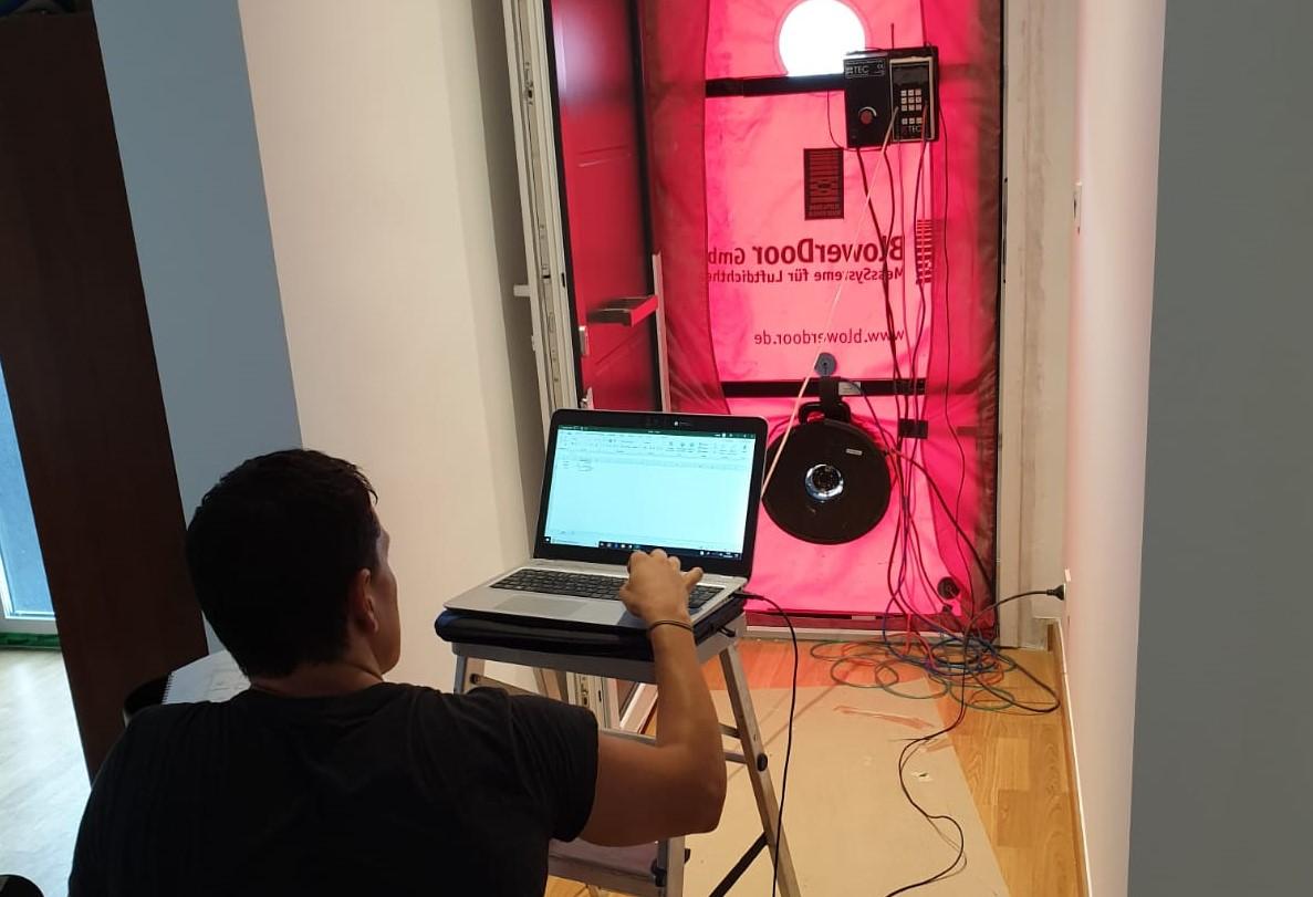 foto noticia: Realizamos el Blower Door de nuestra rehabilitación de Consumo Casi Nulo en Leiza