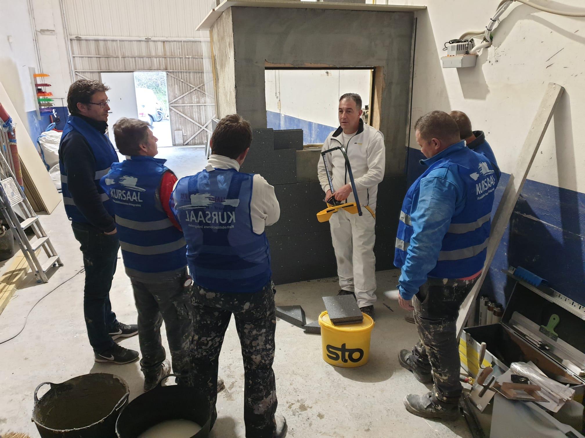 foto noticia: Nuestros equipos amplían conocimientos en Sistemas de Aislamiento Térmico Exterior Sto