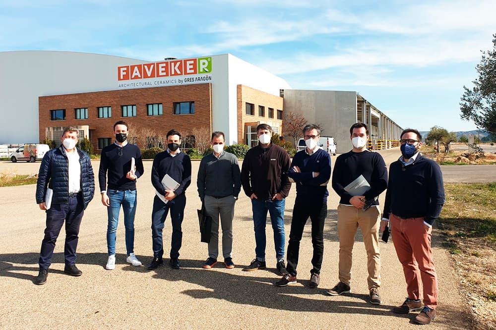 foto noticia: Grupo Kursaal continuamos aprendiendo y conocemos en Gres Aragón las últimas novedades en sistemas de fachada ventilada